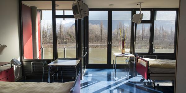 Armoire Chambre Hopital : Les chambres clinique romande de réadaptation sion